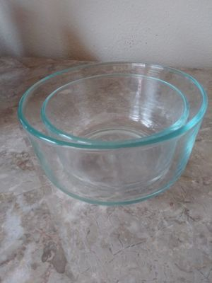 2 Pyrex Bowls for Sale in Humble, TX