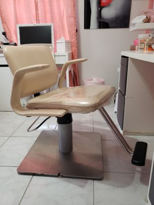 BELVEDERE Styling Salon Chair for Sale in Sebring, FL