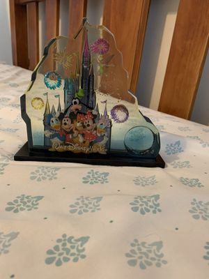 A Collectible Disney Glass Statue for a steal !! for Sale in Zephyrhills, FL