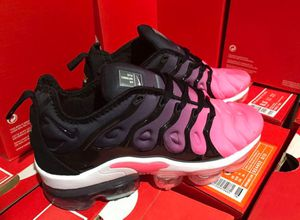 Pink black vapormax for Sale in Zanesville, OH