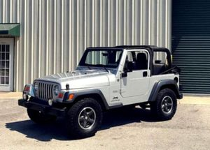 $12OO Only 2OO4 Jeep Wrangler Low Price for Sale in Charlottesville, VA