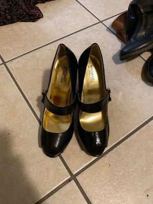 Michael kors black and gold heels. 8.5 for Sale in Sebring, FL