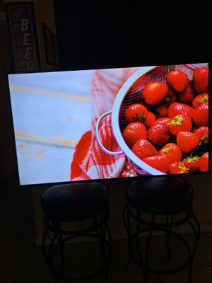 SAMSUNG TV 55 INCH 4K UHDR EXCELLENT RESOLUTION AND HIGH QUALITY IN COLORS NO LEGS FREE Wall mount for Sale in Phoenix, AZ