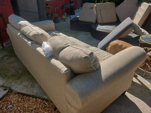 Pull out couch ***FREE*** for Sale in Wilton Manors, FL