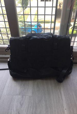 BEN MINKOFF BLACK Leather NIkki Messenger Bag for Sale in Miami Beach, FL