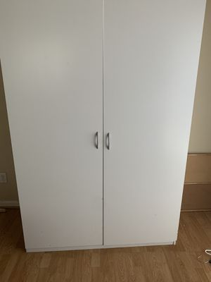 Beautiful white cabinets! for Sale in Manteca, CA