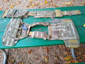 Plate carrier with pouches NEW for Sale in McMinnville, OR