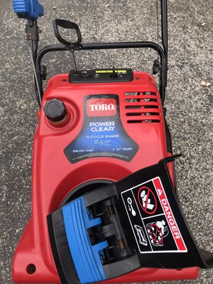 "Toro power clear 21"" 4 cycle starts at first pull or it has electric start for Sale in Westmont, IL"