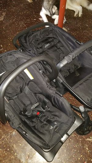 Urbini Car Seat and stroller combo, with Base for Sale in Cleveland, OH