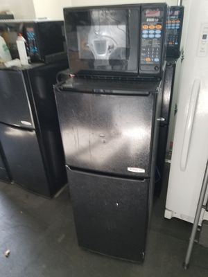 Mini fridge with microwave for Sale in Puyallup, WA