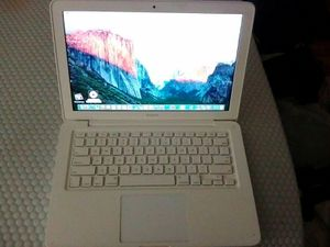 "2010 13"" Macbook, 4GB RAM, 250GB HD for Sale in Martinez, CA"