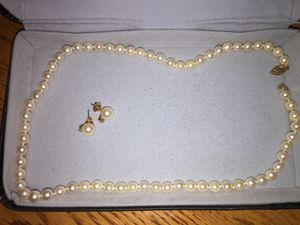 14 inch cultured pearl necklace with matching earrings, diamond chip for Sale in North Springfield, VA