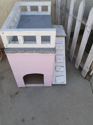 Dog house for Sale in Moreno Valley, CA