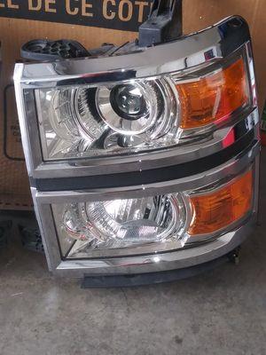 Chevy silverado headlight 2014/2015 for Sale in Las Vegas, NV