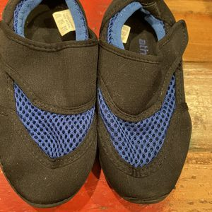 Kids Size 9/10 Water Shoes for Sale in La Habra Heights, CA