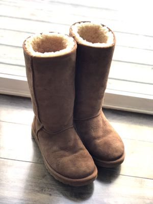 Size 6 UGG Boots for Sale in Puyallup, WA
