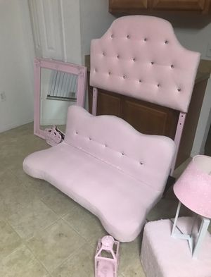 Beautiful pink and diamond princess twin headboard,futon, large mirror,princess crown,lamp and candle lamp(smoke pet free home)no stains like brandnew for Sale in Haines City, FL