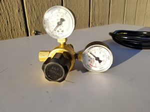 Harris 601 Compressed Gas Regulator With Hose, 0-30l/min, 0-3000psi for Sale in Pomona, CA