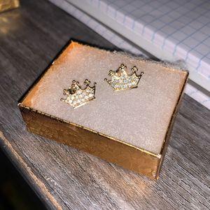 10k Crown Earrings Never Worn / Brand New for Sale in Fresno, CA