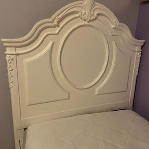 Twin Bed for Sale in Gibsonia, PA