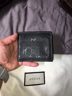 Gucci authentic mens wallet for Sale in Honolulu, HI