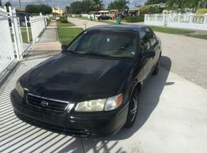 Toyota Camry 2000 for Sale in Miami, FL