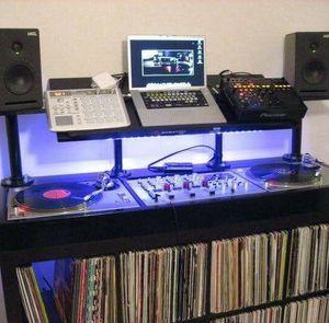 Tengo el programa para bajar musica del youtube i el dj los videos se asen mp3 for Sale in Chicago, IL
