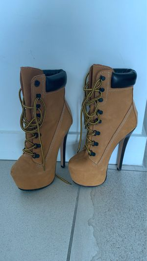 Construction heel boots - SIZE 6 womens for Sale in Miami, FL