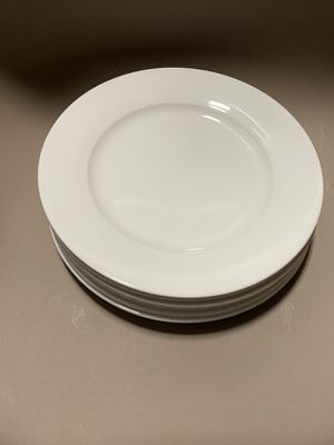 Like new white ceramic plates for Sale in Chicago, IL