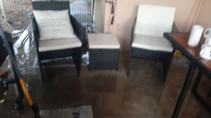 2 chairs and small lil table for Sale in Hemet, CA