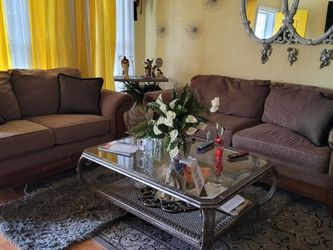 Brown Sofa And Loveseat Combo Set. Very GOOD CONDITION! for Sale in Orlando,  FL