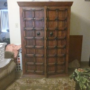 Armor Antique Wardrobe for Sale in Milwaukie, OR