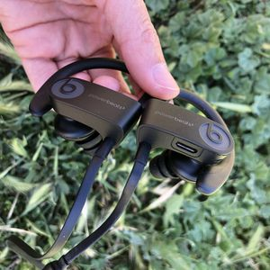 Powerbeats 3 beats by Dr Dre Bluetooth wireless earphone used condition for Sale in South El Monte, CA
