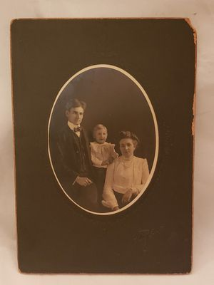 Antique Cabinet Card family photo for Sale in Vermilion, OH