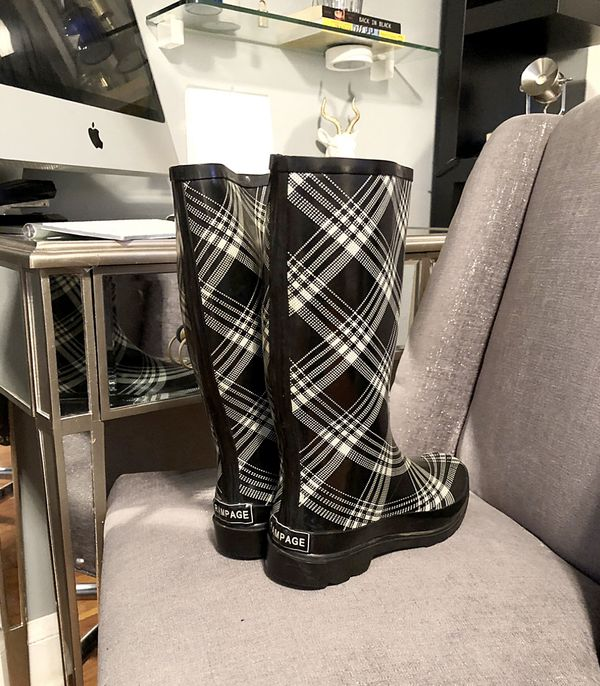 Rampage rain boots paid $50 size 9 Good condition rubber rain boots black & white.