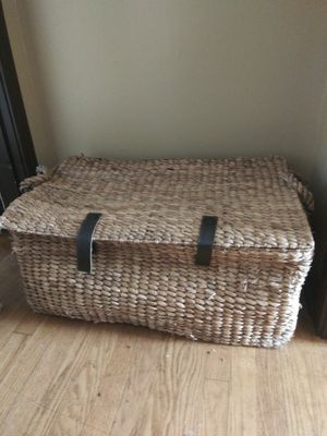 Large wicker chest for Sale in Murfreesboro, TN