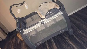 Graco Pack n play with bassinet and changing table for Sale in Arlington, TX