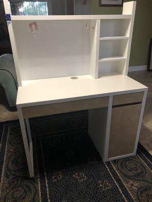 White Computer Desk, IKEA- MICKE for Sale in Miramar, FL