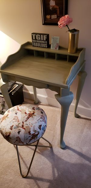 Small desk with chair, chaulk painted green for Sale in Stonecrest, GA