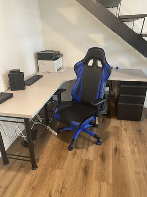 Corner desk with chair for Sale in Long Beach, CA