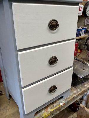 Small 3 drawer dresser for Sale in Stockton, CA