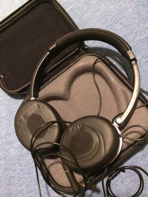 Bose on ear headphones with case for Sale in Portland, OR