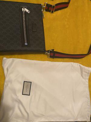 Gucci messenger bag for Sale in Atlanta, GA