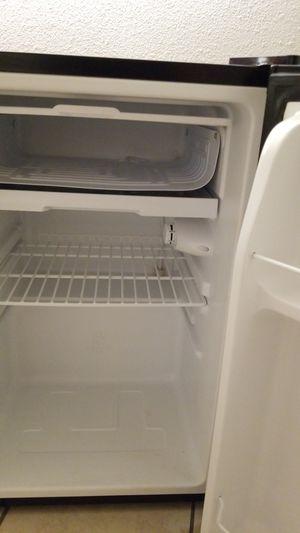 Mini fridge.. Arctic King for Sale in Irwindale, CA