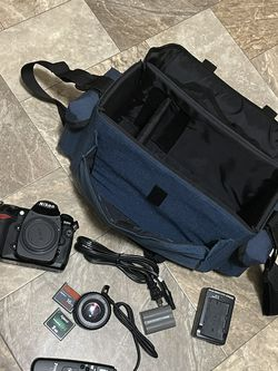 Nikon D200 + Extras for Sale in Federal Way,  WA