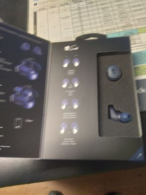 Skullcandy wireless earbuds with charging port for Sale in Tacoma, WA