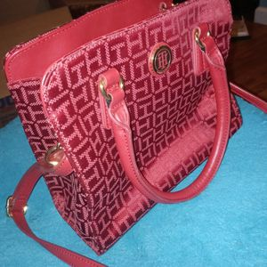 Tommy Hilfiger Hand Bag for Sale in Bloomington, IL