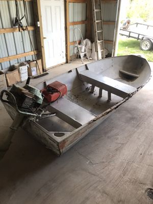10 foot aluminum boat with newer 5 HP motor for Sale in Athens, OH