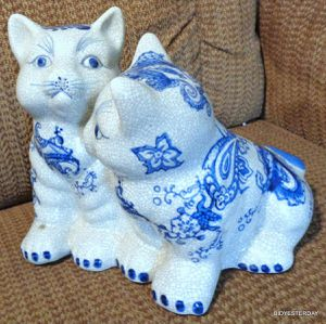Baum brothers paisley blue and white kitten cat figurine for Sale in Saginaw, MI