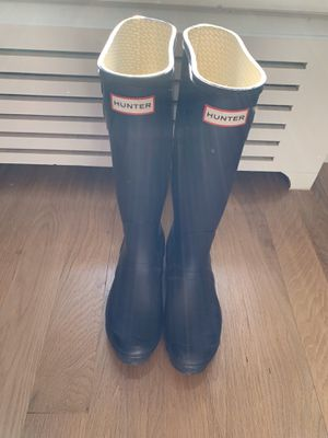 Hunter rain boots in eggplant color, size 7 for Sale in Brooklyn, NY
